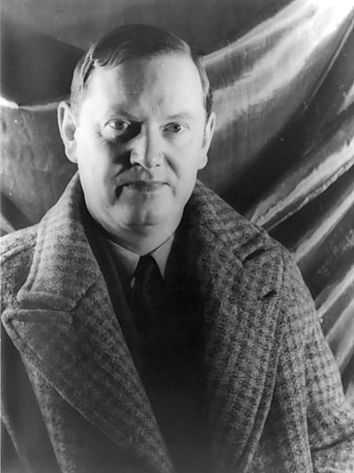 &lt;p&gt;By Carl Van Vechten (1880–1964) [Public domain],&amp;nbsp;&lt;a href=&quot;https://commons.wikimedia.org/wiki/File%3AEvelynwaugh.jpeg&quot; target=&quot;_blank&quot;&gt;via Wikimedia Commons&lt;/a&gt;&lt;/p&gt;<br/>