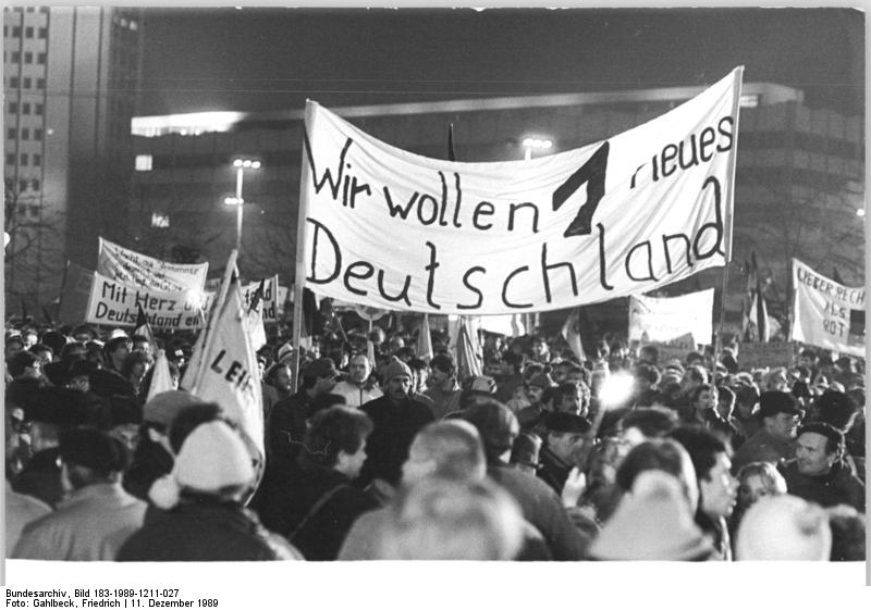 Foto: Bundesarchiv, Bild 183-1989-1211-027 / CC-BY-SA 3.0 [CC BY-SA 3.0 de], via Wikimedia Commons